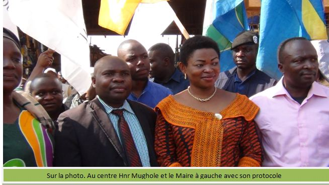 Maire et Mughole lancant les travaux au marché central