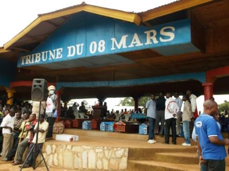 Tribune du 08 mars. Cérémonie officielle de deuil après massacres de Rwangoma. Photo Droits Tiers