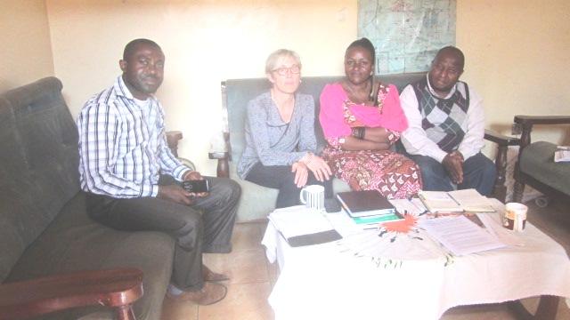 De Gauche à droite, au Bureau GADHOP Me Paulin en visite au GADHOP avec Mme Annie Bunnting, Mme Yolande et Jérémie KITAKYA. Photo Deogratias SIKU/GADHOP