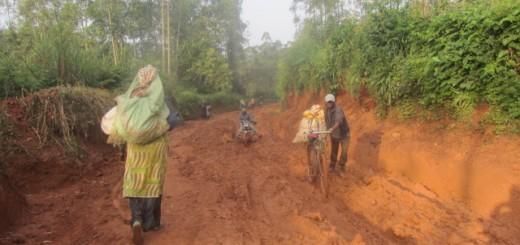 Une femme déplacée fuyant le village de Vurondo. Photo Deogratias SIKU/GADHOP